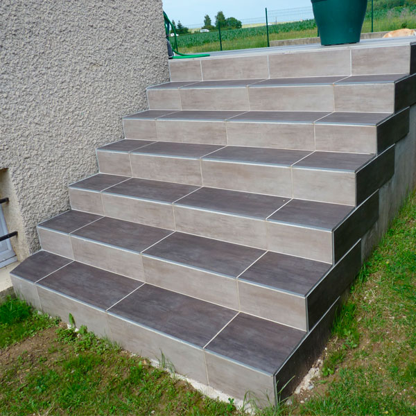 Carrelage design carrelage escalier exterieur moderne for Pose dallage exterieur